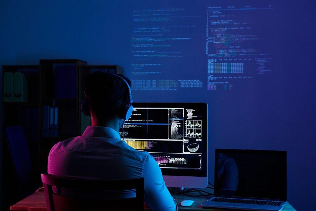 software developer, web developer, programmer-6521720.jpg